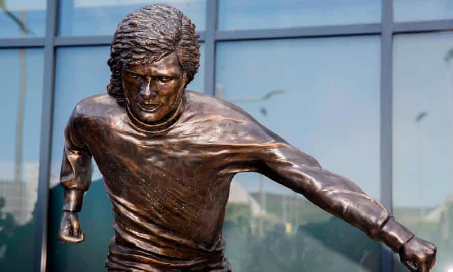 The newly unveiled statue of George Best outside Winsdor Park in Belfast.