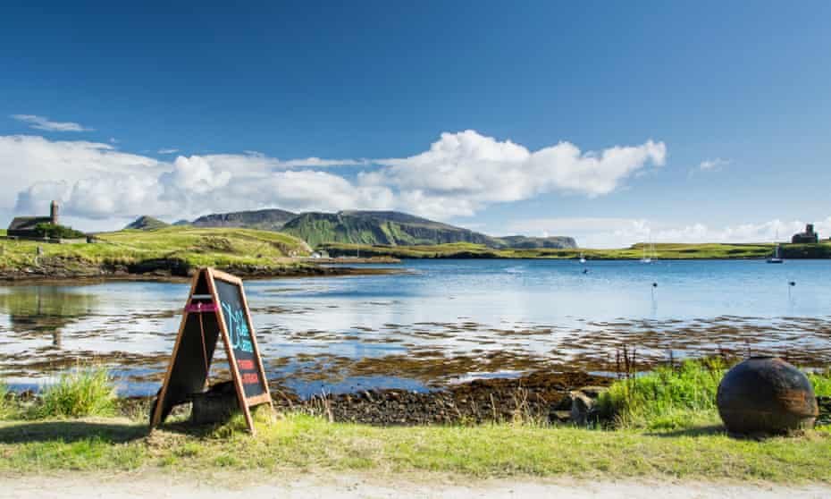 The view from outside Café Canna.