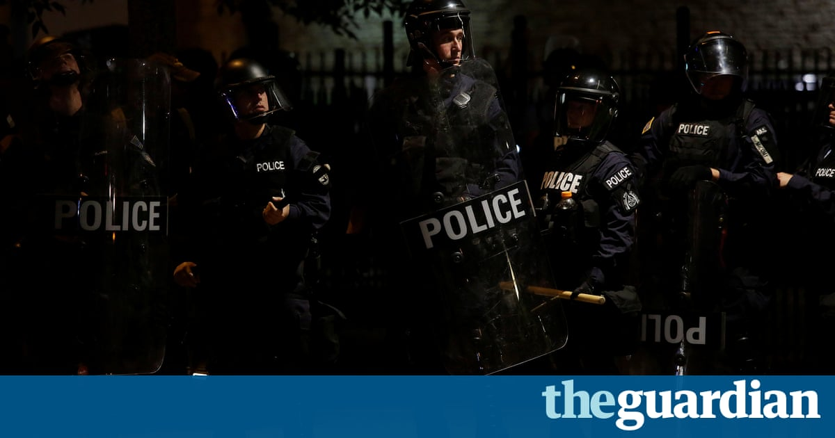 Police officers in St Louis chant after breaking up protests – Trending Stuff