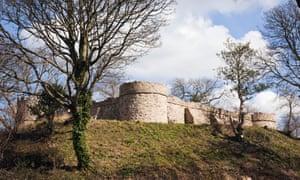 Castell Aberlleiniog Castle ruins