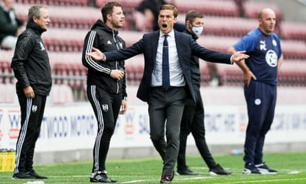 Fulham manager, Scott Parker, is using the club's psychologist to help ready his players for the play-offs.