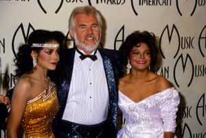 Janet Jackson, Latoya Jackson and Kenny Rogers at the American Music Awards in 1985