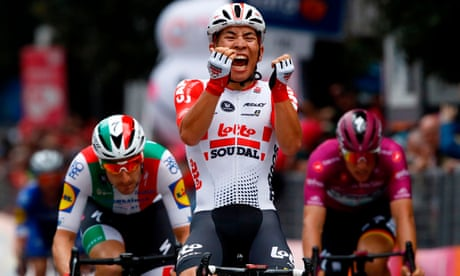 Giro d'Italia: Caleb Ewan sprints to victory on stage eight
