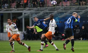 Atalanta's Swiss midfielder Remo Freuler curls a wonderful shot into the top corner for a 3-0 lead.