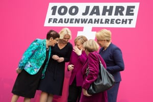 From left to right: Rita Süssmuth, Manuela Schwesig, Angela Merkel, Christine Bergmann and Franziska Giffey