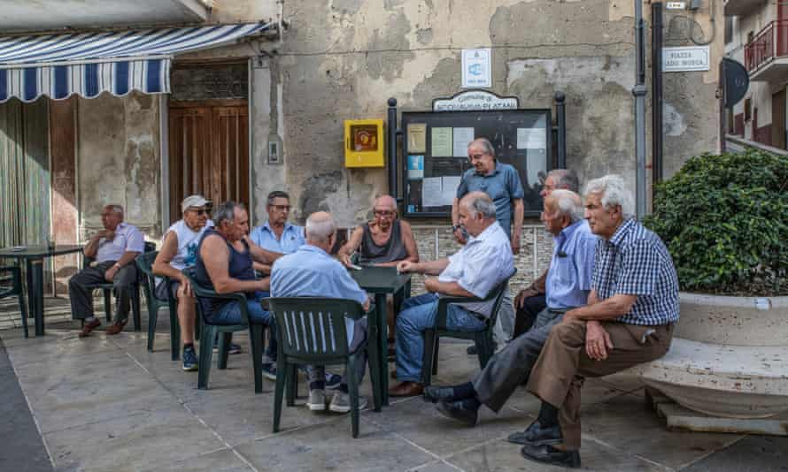 Most of the people in Acquaviva Platani are over 60 years old.