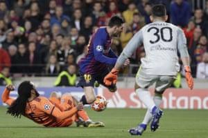 Denayer tackles Messi.