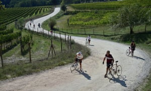 Cyclists take a breather on L'Eroica, the hugely successful retro cycling event which started in Chianti.