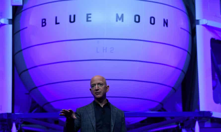 Jeff Bezos will step back from day-to-day running of Amazon to focus on other projects, such as his space exploration company Blue Origin.