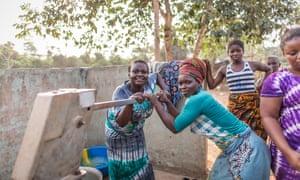 Working the new water pump, purchased with Fairtrade premium at Assatinbin village.
