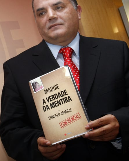 Gonçalo Amaral poses with his book