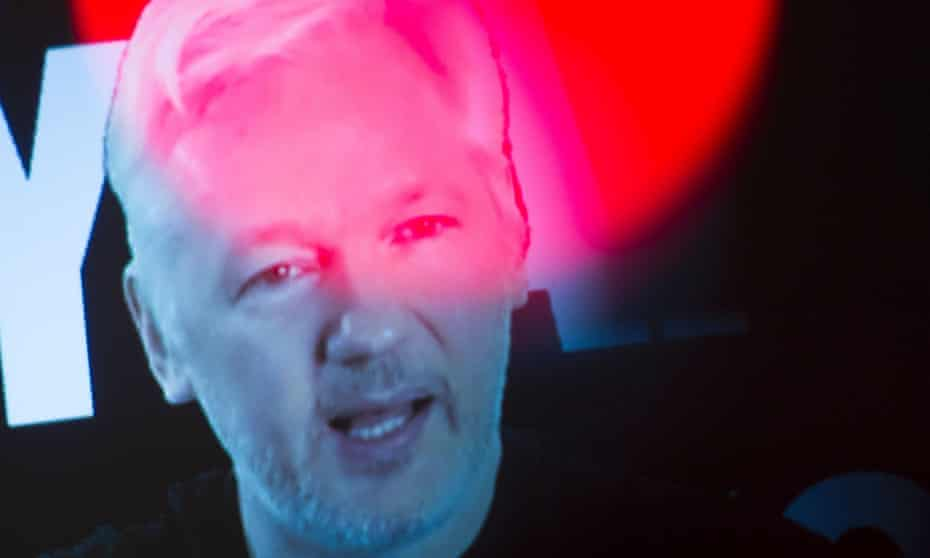 Julian Assange, founder of the online leaking platform WikiLeaks, has won praise from the US right.