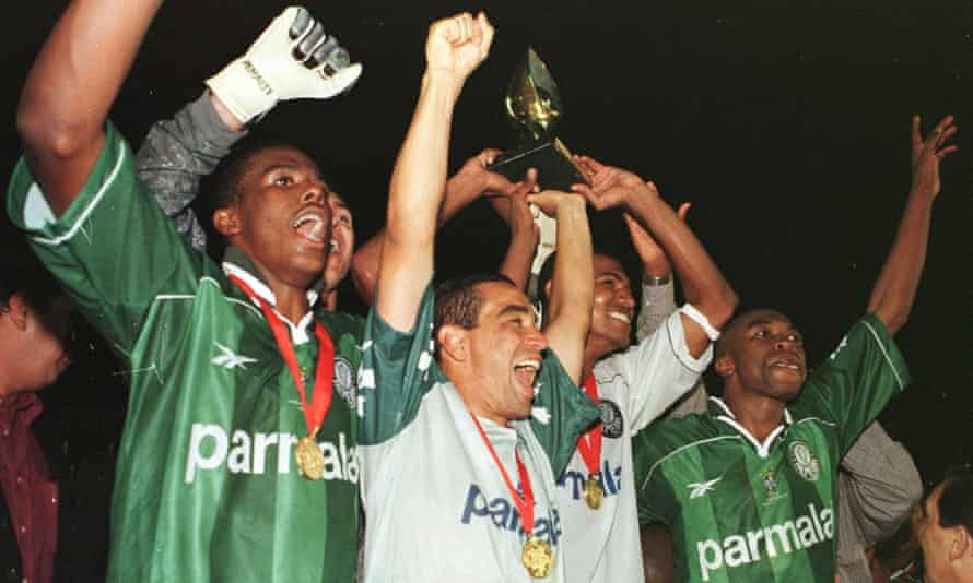 Roque Júnior winning the Mercosur Cup with Palmeiras in 1998.