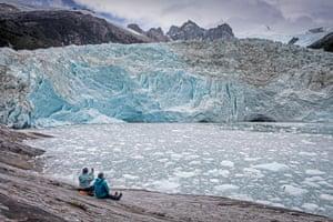 Tourists, Pia Glacier, Beagle Channel (northwest branch), PN Alberto de Agostini, Tierra del Fuego, Patagonia, ChileMB2J92 Tourists, Pia Glacier, Beagle Channel (northwest branch), PN Alberto de Agostini, Tierra del Fuego, Patagonia, Chile