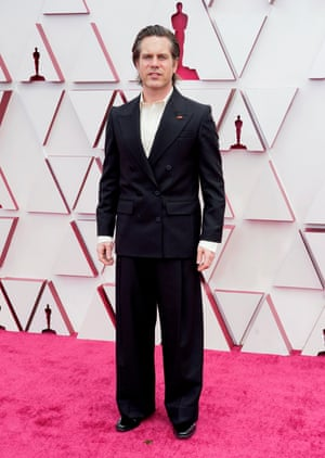 Menswear is steamrolling the red carpet this year. Take the Danish editor who sees your dress code, Oscars, and raises you this: a wide-legged tuxedo that could be Hermès, Balenciaga or Bottega Veneta, a cream shirt, no tie, too-long cuffs, and barely visible heeled shoes. Stellar effort from the Sound of Metal men so far.