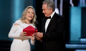 Faye Dunaway and Warren Beatty at the Oscars ceremony with the wrong envelope.