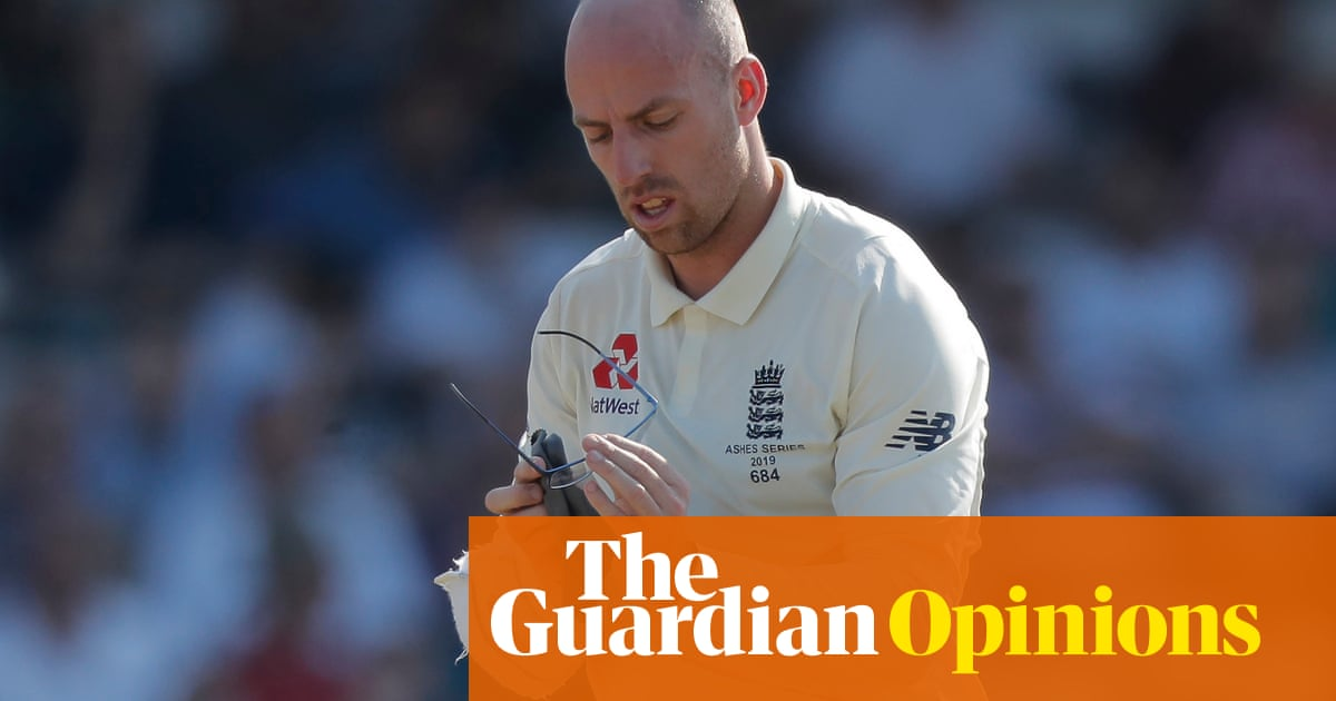 Jack Leach's glasses cause optical illusion that we could be like him | Max Rushden