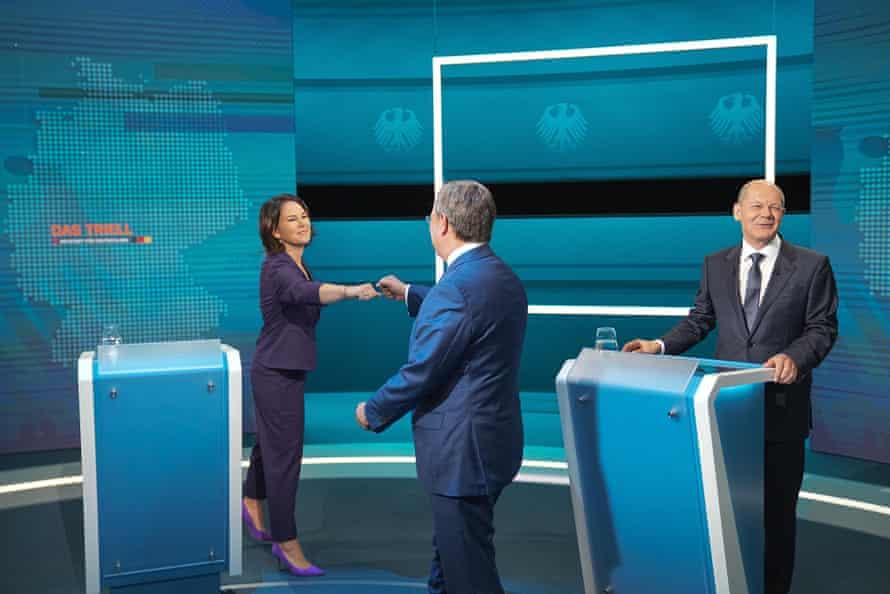 Scholz, rechts, in einer TV-Debatte mit der Grünen-Kandidatin Annalena Baerbock und dem CDU-CDU-Chef Armin Laschet.