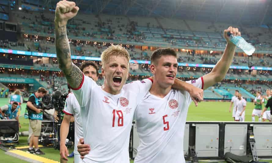 Daniel Wass (left) and Joakim Mæhle celebrate Denmark's victory over the Czech Republic.