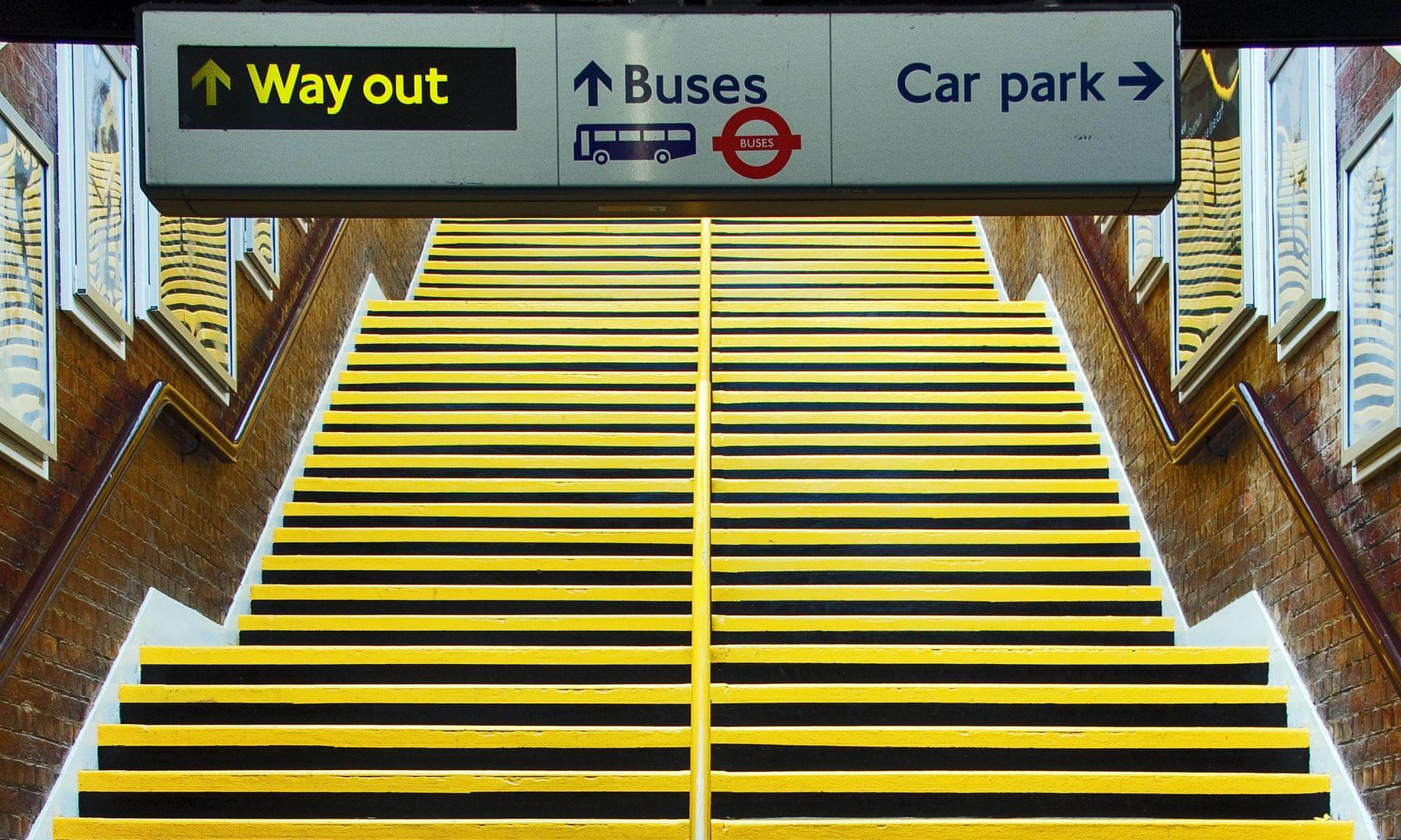 Una escalera en la estación de metro de Stanmore. Fotografía: Keith Erskine / Alamy