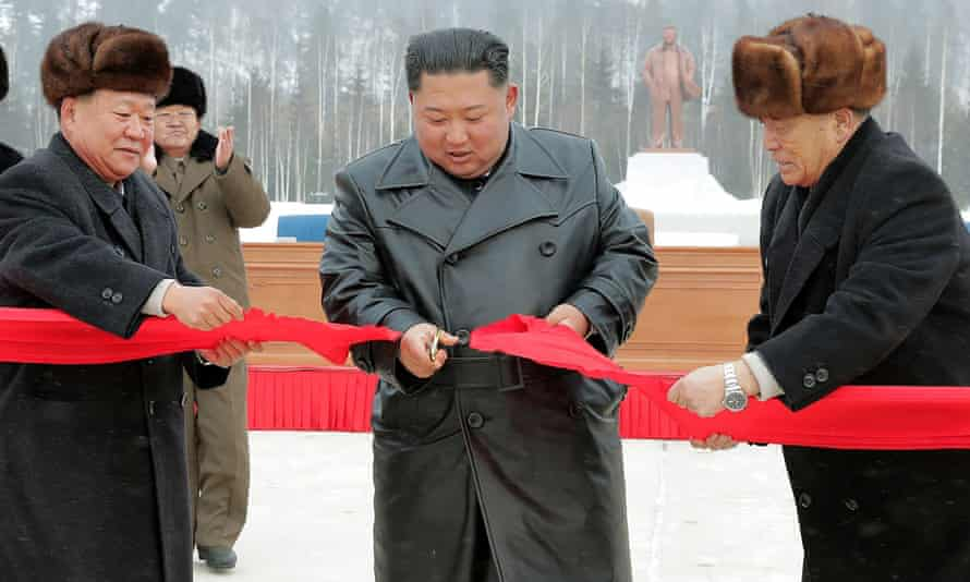 Kim Jong-un cuts the ribbon to mark the completion of Samjiyon.