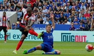 Jermaine Defoe of Sunderland scores the first Suunderland goal.