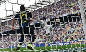 Cristián Zapata get his knee to the ball to earn Milan a derby draw.