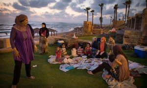 Israeli Arabs break their day-long fast during Ramadan