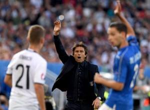 Antonio Conte appeals on the sidelines.