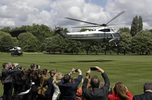 The helicopter carrying the president and first lady lands in the garden of Buckingham Palace
