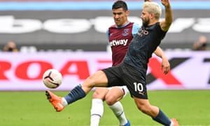 Sergio Agüero battles for the ball with West Ham's Fabián Balbuena in Saturday's 1-1 draw. The Argentina striker injured his hamstring and could be out for a month.