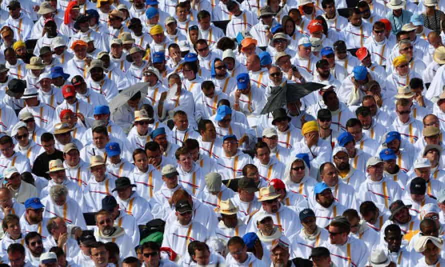 Catholics wait for Pope Francis