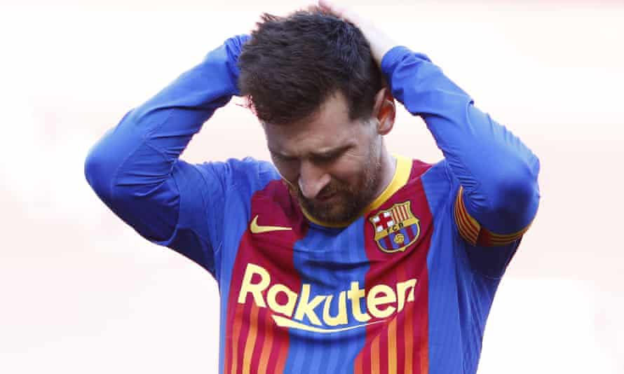 A frustrated Lionel Messi reacts after a missed opportunity against Atlético Madrid.