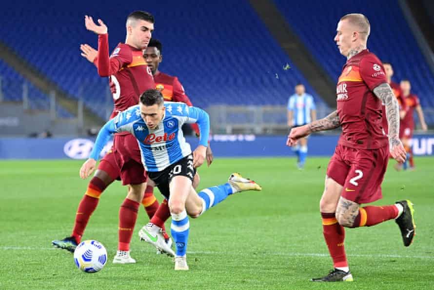 پیوتر زیلینسکی در عمل برای ناپولی مقابل رم.