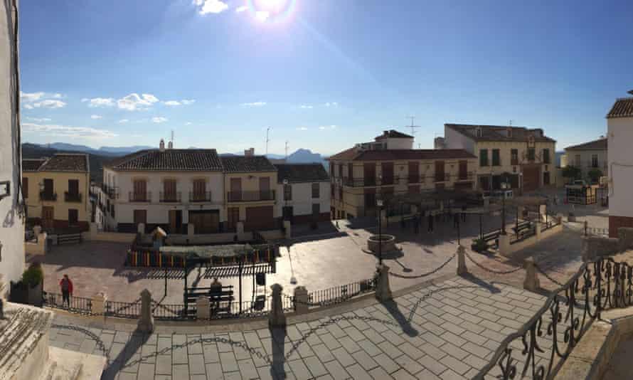 Plaza de la Iglesia de Santa Ana, Archidona - with La Peña de los Enamorados in the distance.