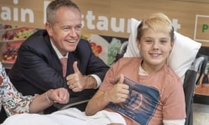 Bill Shorten speaks to 13-year-old Jett Powell at the Royal Children's hospital in Melbourne. Labor leads the Coalition 53-47 in the latest Ipsos poll