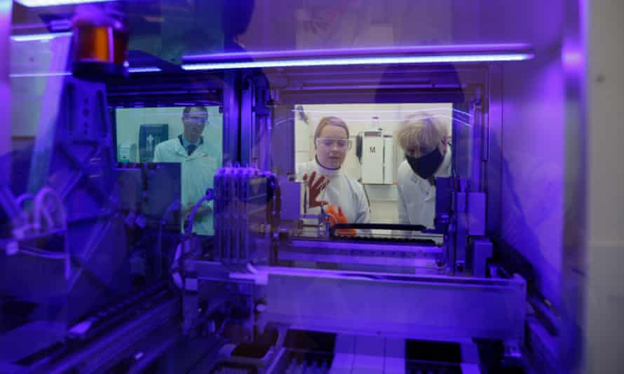 Boris Johnson views a PCR diagnostics machine with biomedical scientist Jodie Owen and the director of PHE Porton Down, Alex Sienkiewicz.