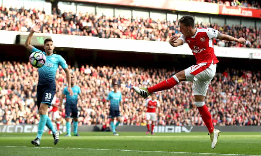 Mesut Özil volleys in the goal that eventually clinched Arsenal's victory.