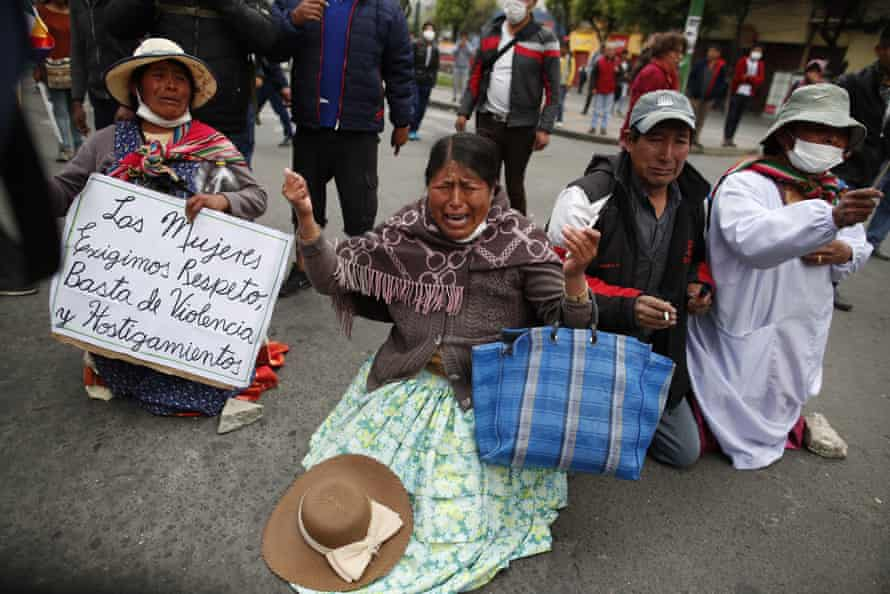 Evo Morales supporters in La Paz plead with police to stop throwing teargas. Huge crowds also mobilised in El Alto.