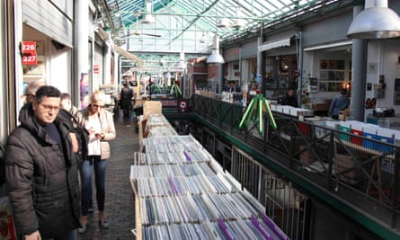 The record section of the Marché Dauphine