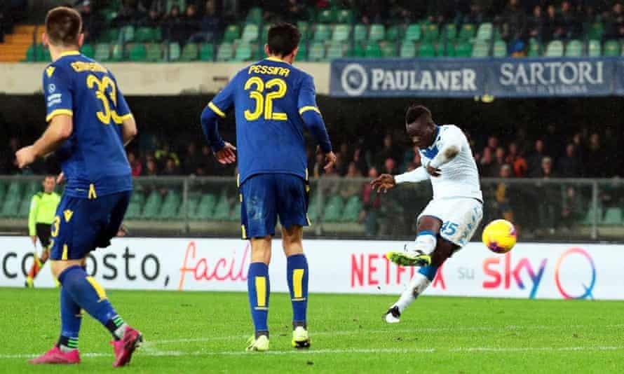 Mario Balotelli scored a fabulous late for for Brescia in a 2-1 defeat at Verona.