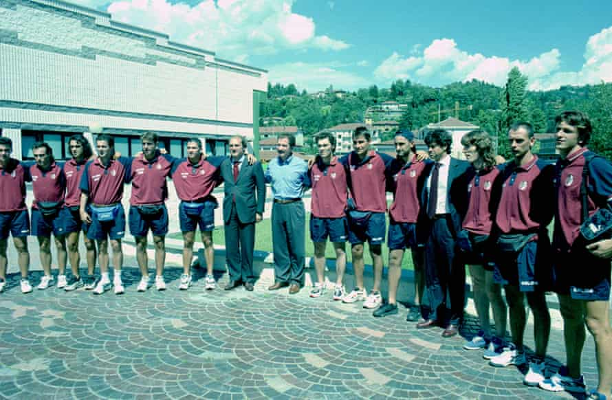 Souness with his Torino players and club president Massimo Vidulich in 1997.