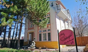 Exterior shot, in bright sunshine, of the Adagio Bud + Breakfast guesthouse in Denver, Colorado, US
