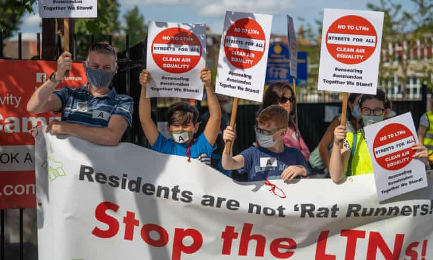 Ealing residents protest against a local LTN scheme.