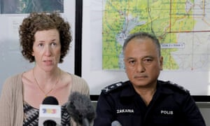 Nora Quoirin's mother, Meabh Quoirin, with the police chief Che Zakaria Othman.