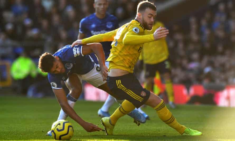 Arsenal's Calum Chambers and Everton's Dominic Calvert-Lewin battle
