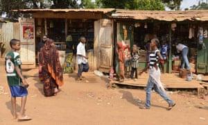 Buying groceries in the PK5 neighbourhood in Bangui, December 2013
