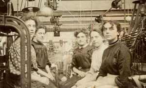 Rochdale mill workers in 1911.