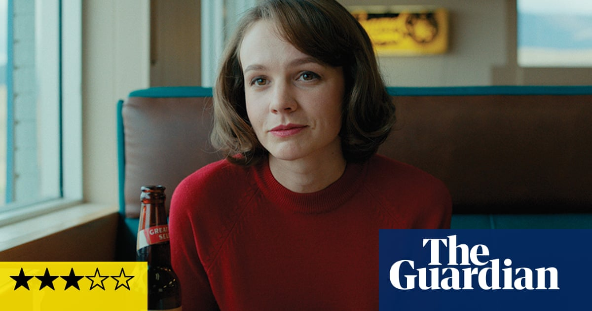Wildlife review - Carey Mulligan plays flirtatious under big