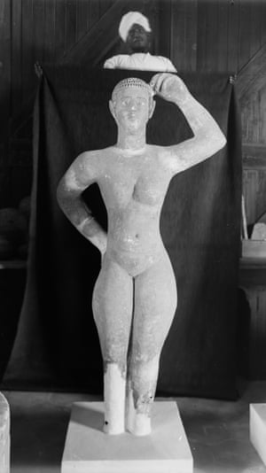 Female statue discovered in the 'palace'
